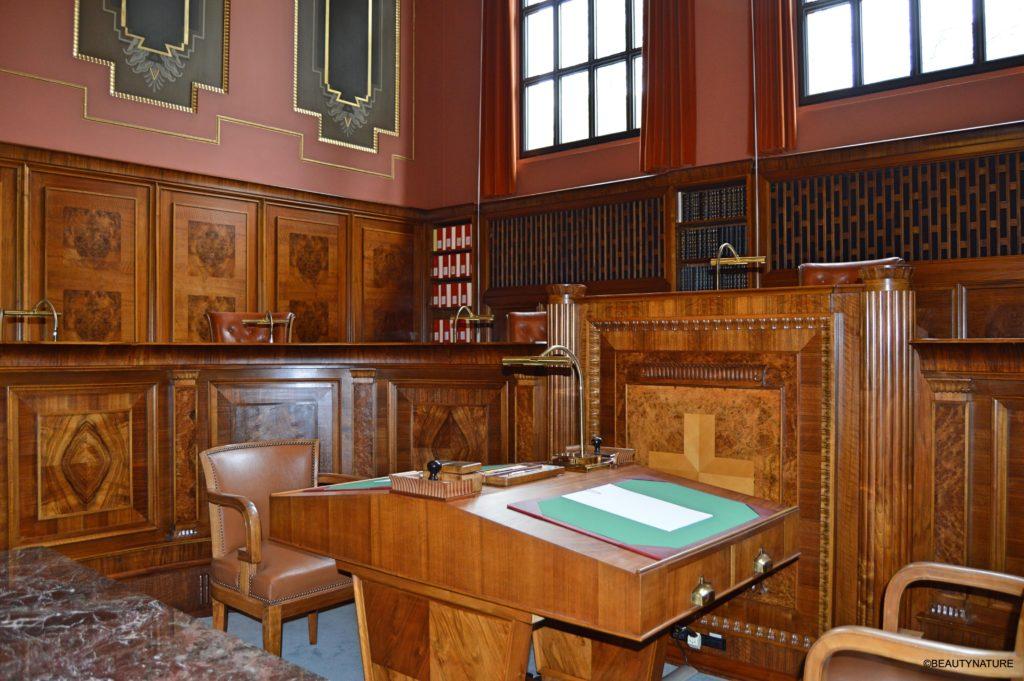 Gerichtssaal 2-min