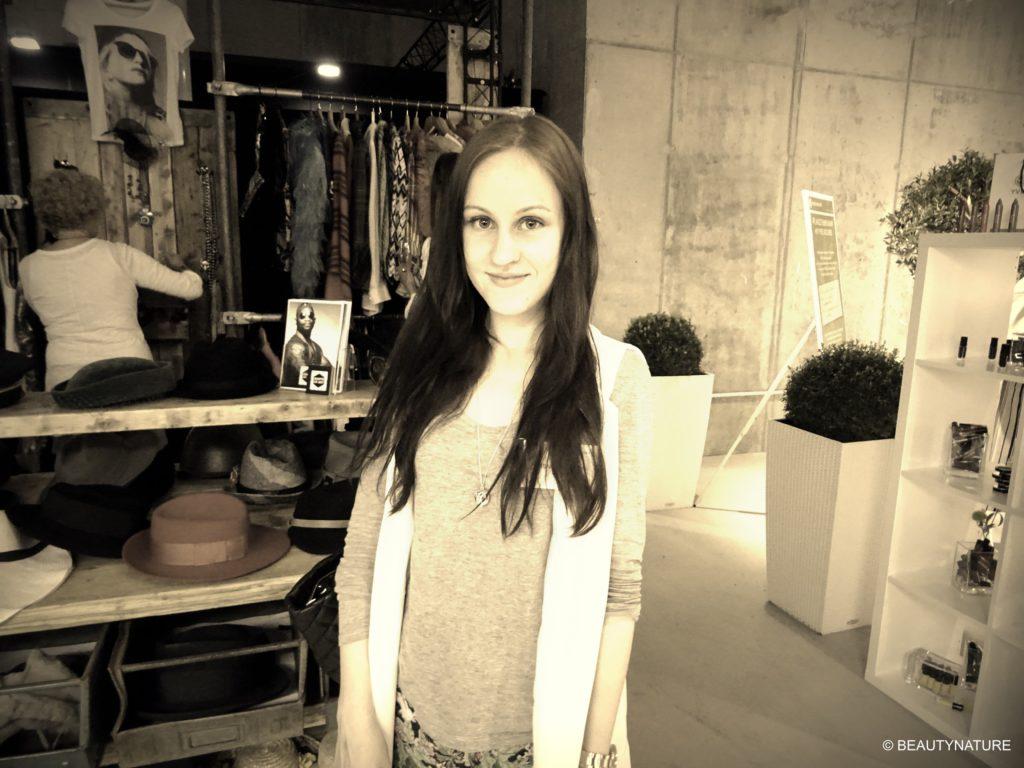 Fashion Blogger Cafe 15-min