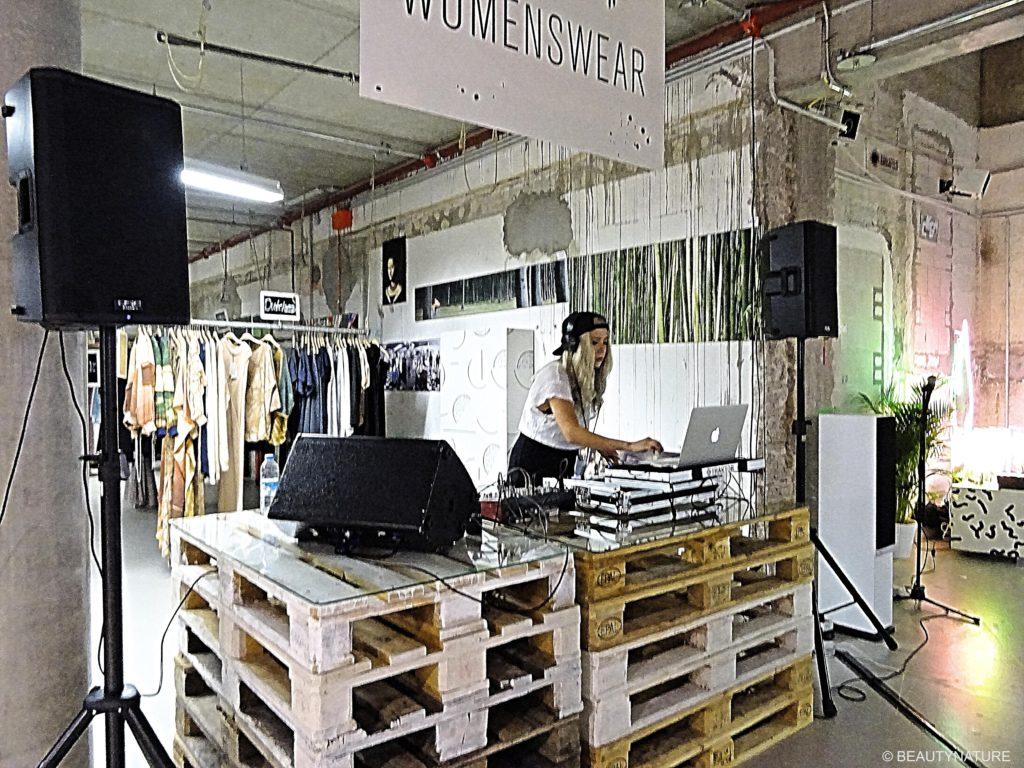 Fashion Blogger Cafe 6-min
