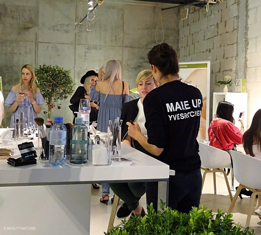 Fashion Blogger Cafe 7-min