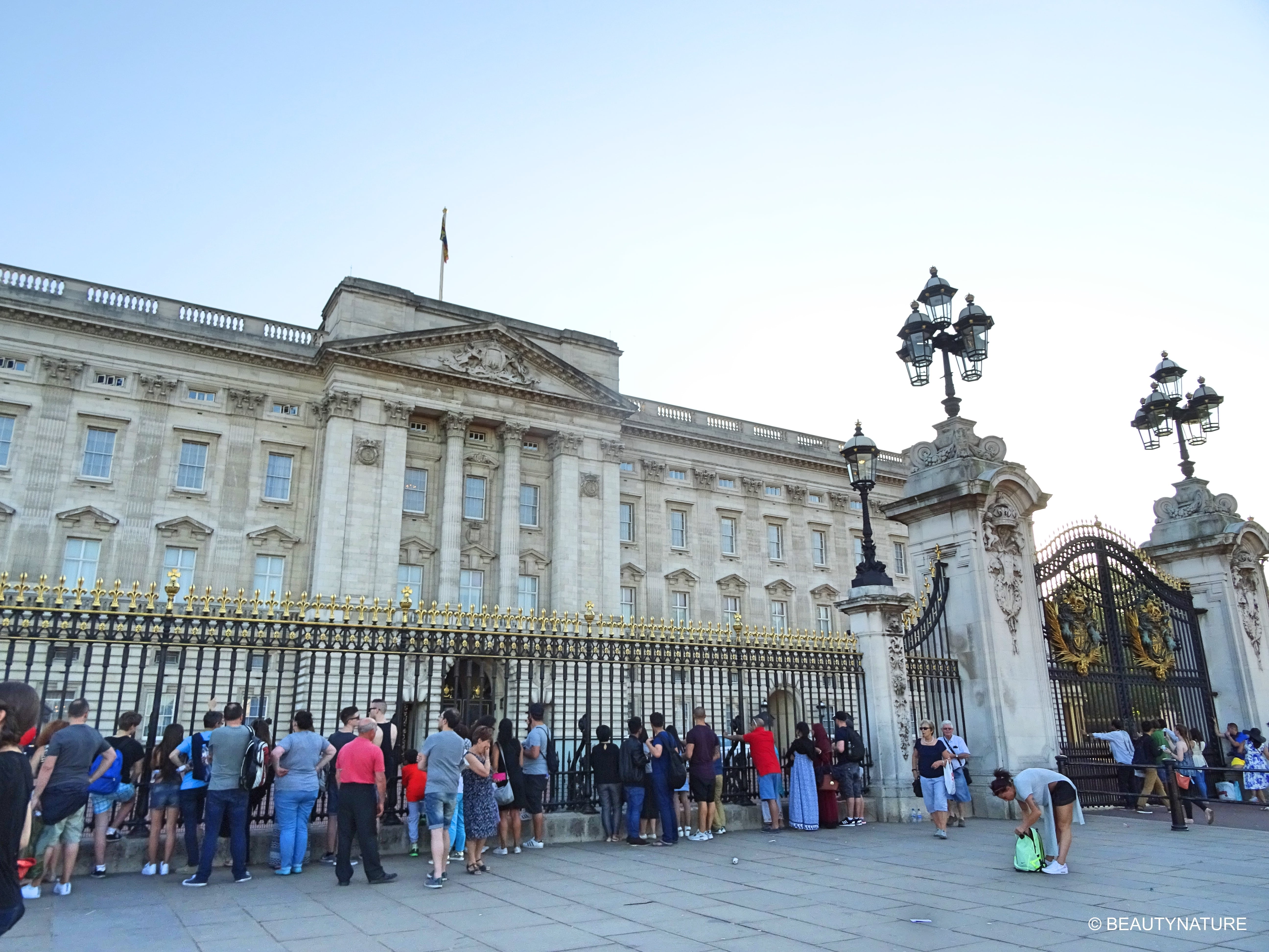 London Buckingham 2-min
