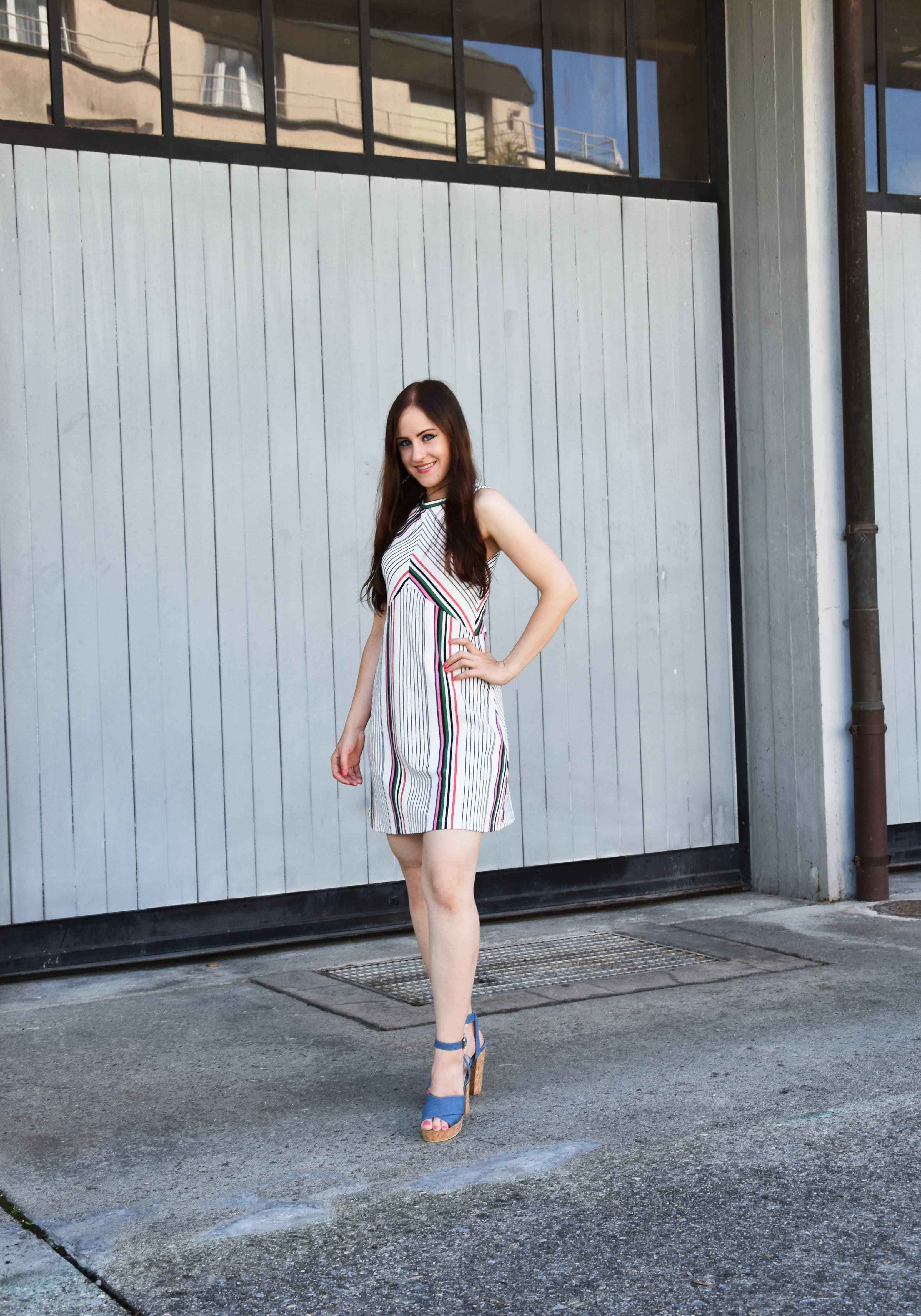 Striped dress fashion blogger