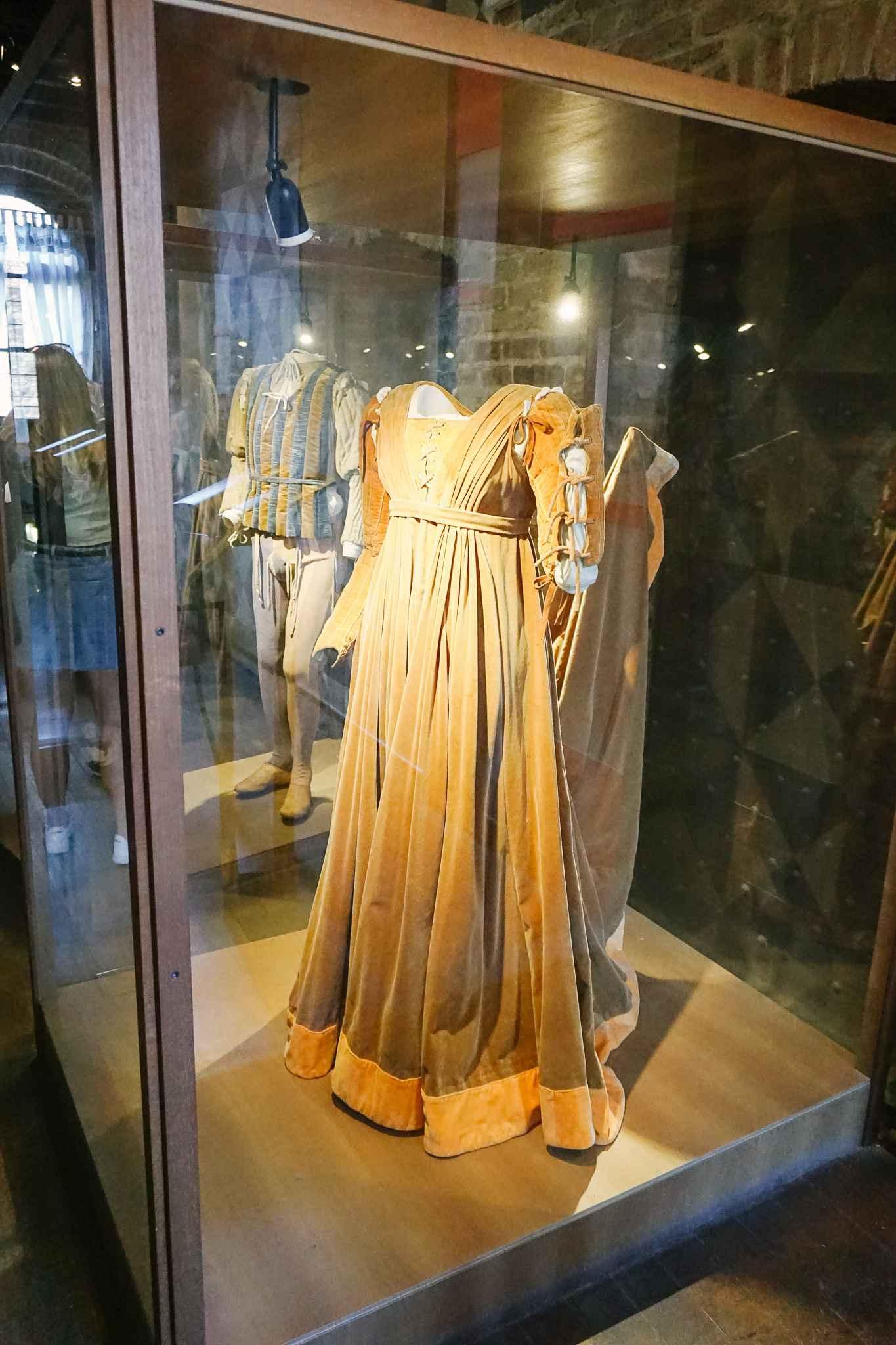 dress of Julia